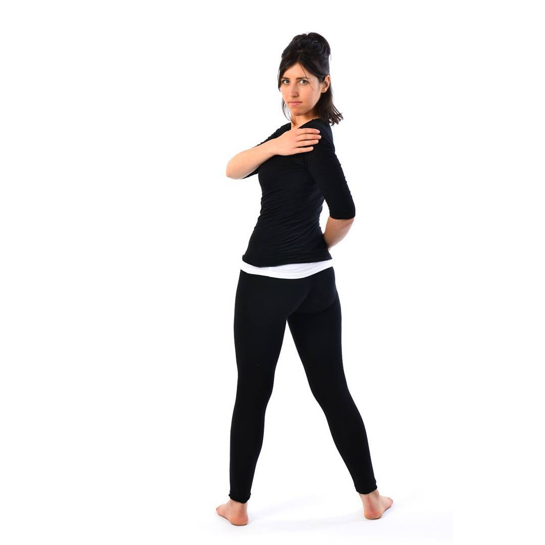 waist rotating pose during pregnancy
